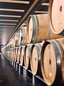 Weinfässer-Warum kommt der Wein ins Fass?